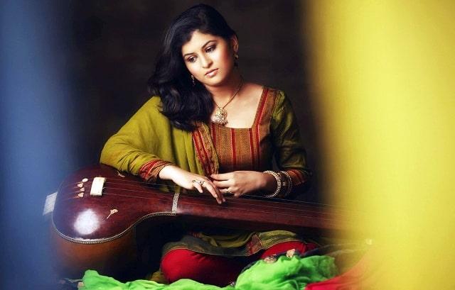 Savani Ravindra Marathi Singers
