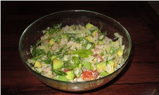 Salad with avocado, grapefruit and crab meat
