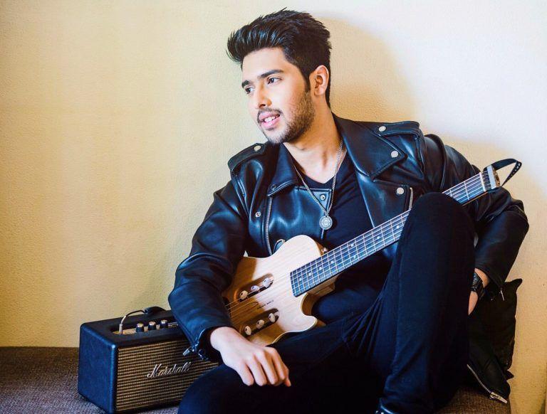 Armaan Malik guitar