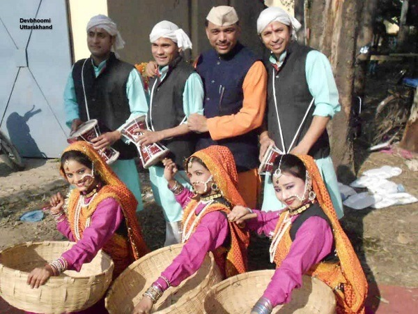 Kumaoni Men and Women Attire - Traditional Dresses of Uttarakhand