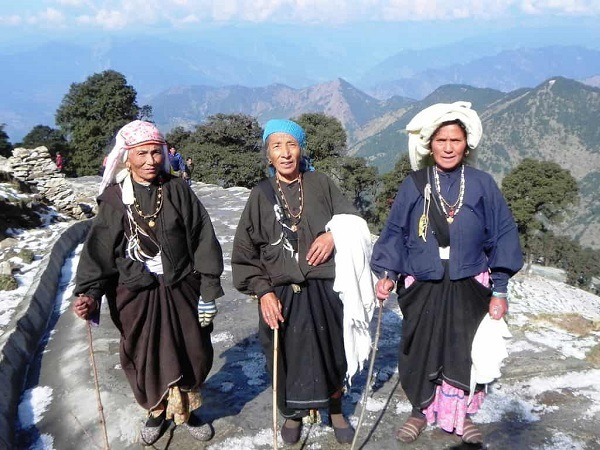 Garhwali Women Attire - Traditional Dresses of Uttarakhand